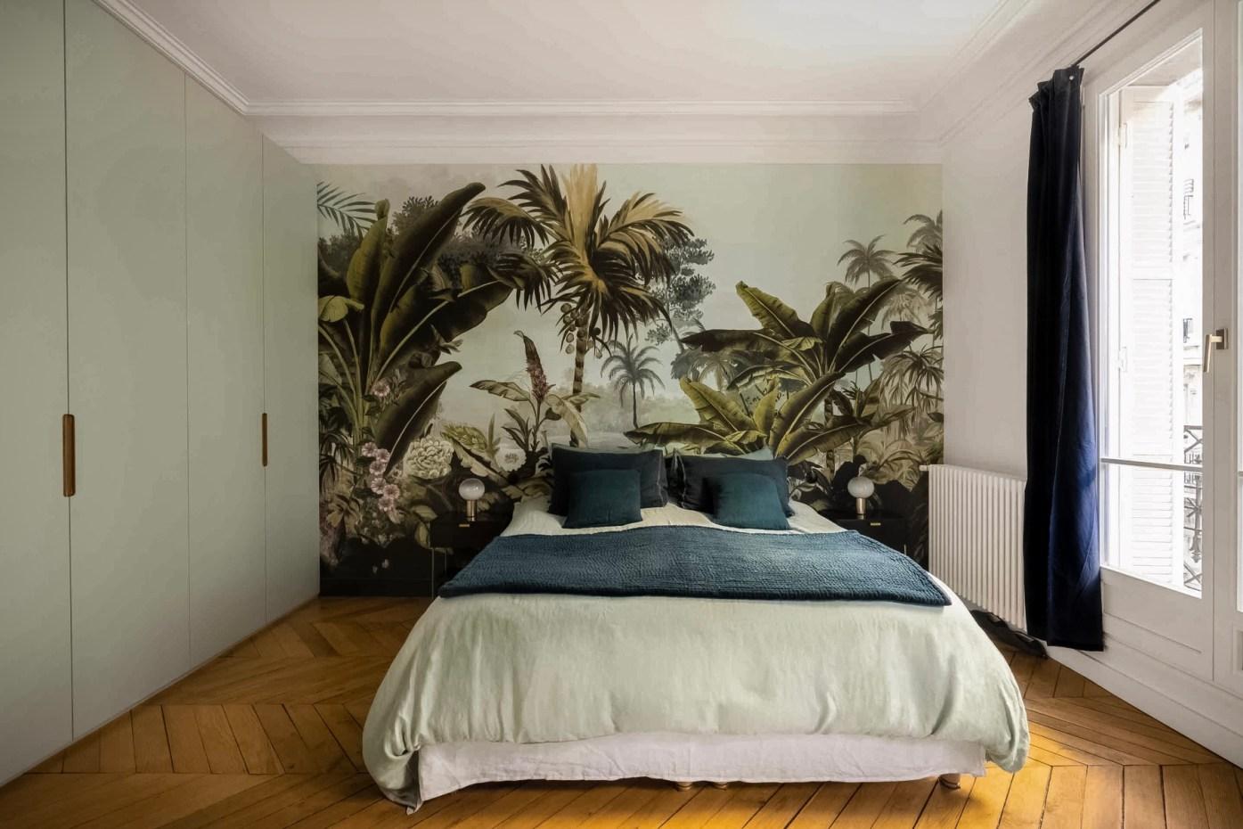 спальня обои французские окна шкаф