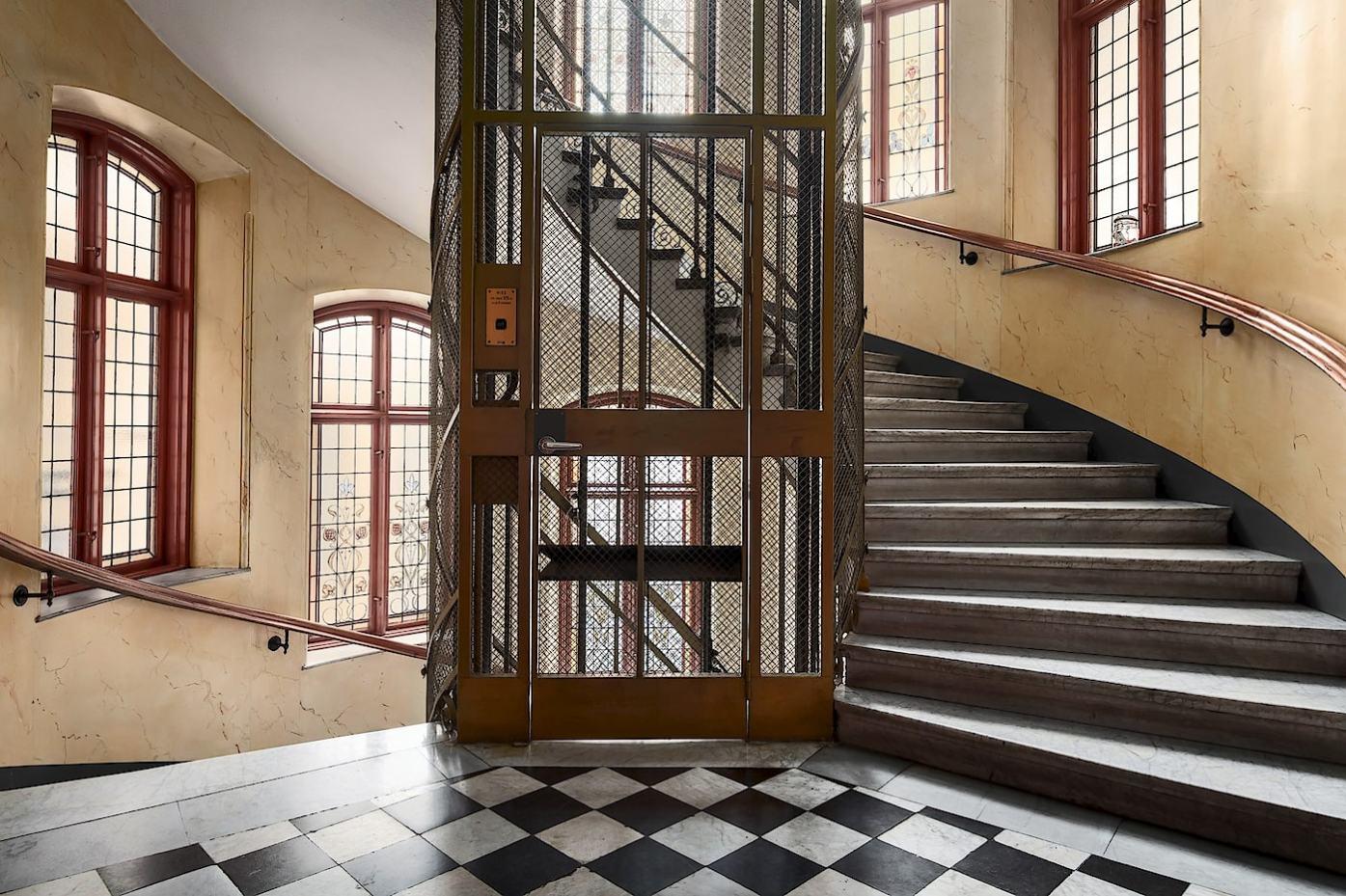парадная подъезд лестница лифт