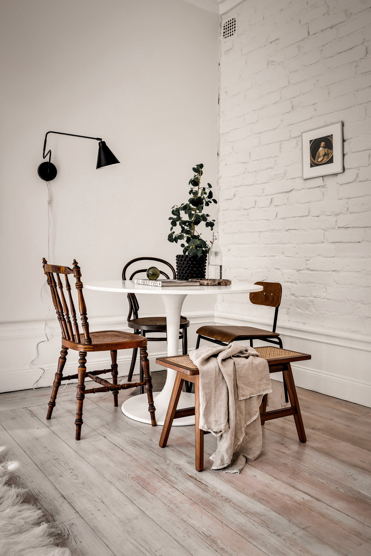 стол и стулья