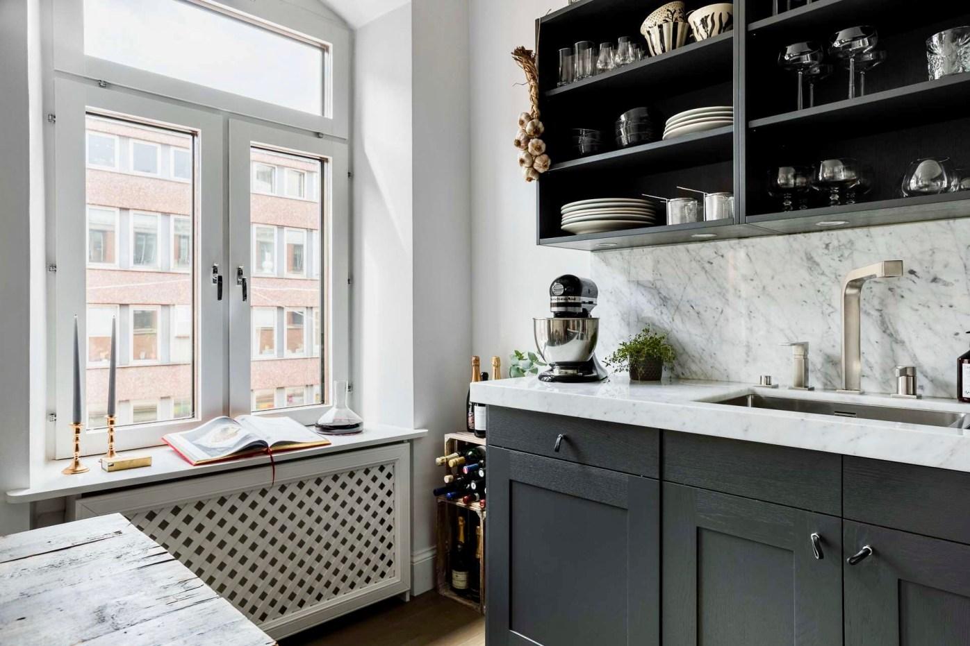 кухня окно экран радиатора