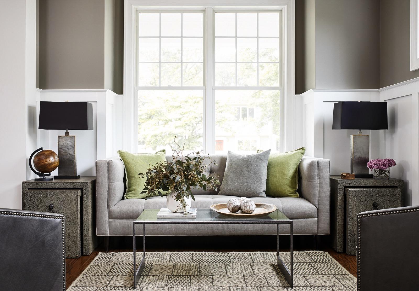 гостиная окно диван