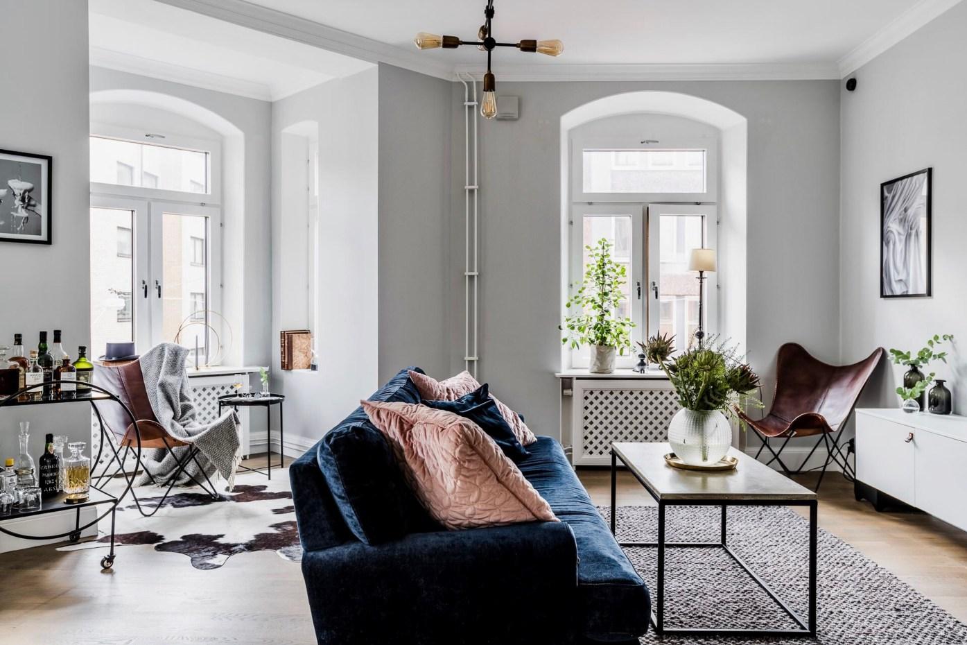 гостиная диван окно эркер