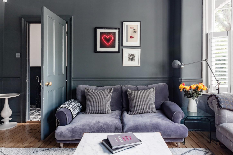 диван в гостиной
