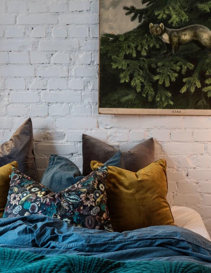 текстиль подушки кирпич