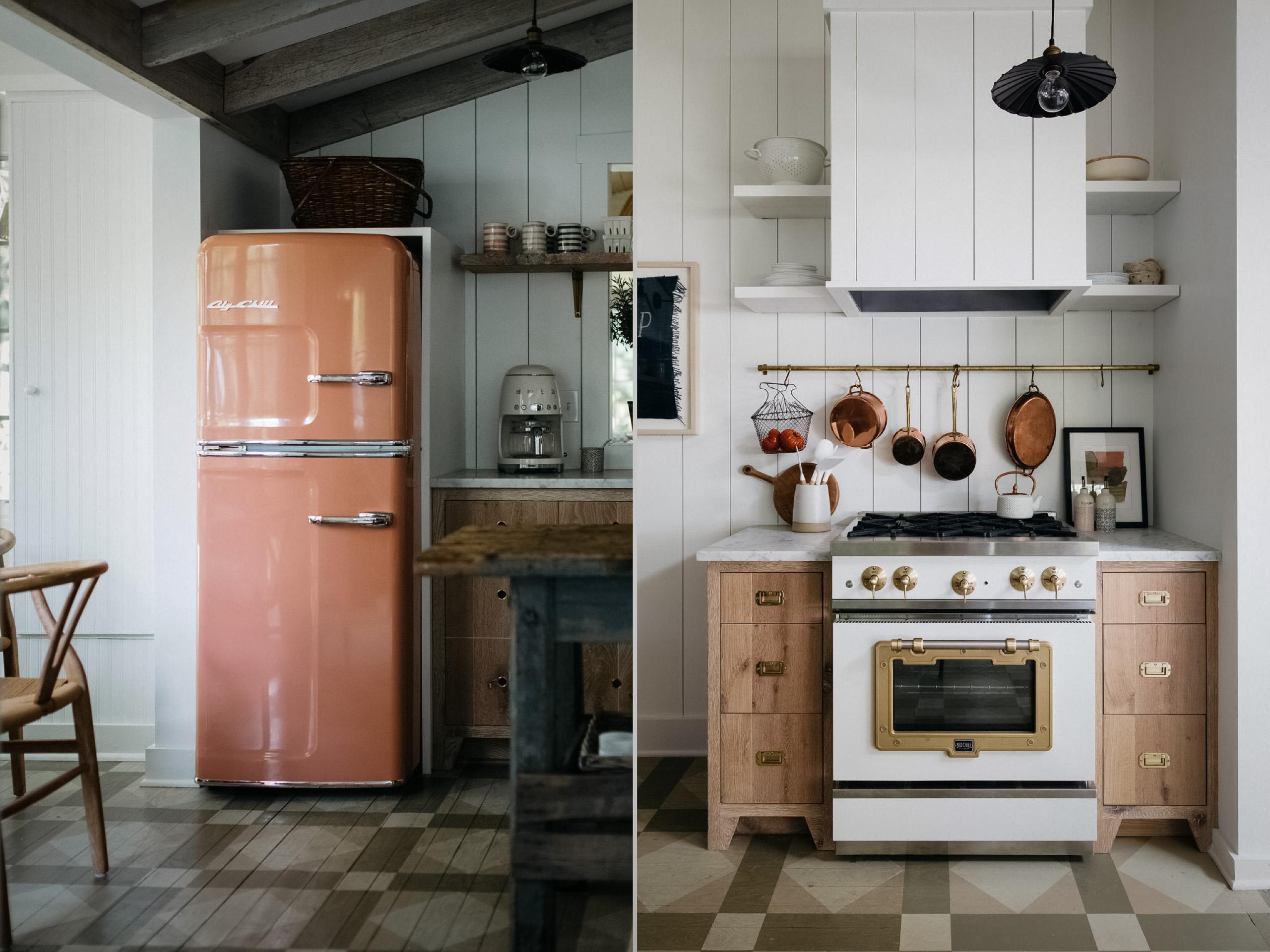 оранжевый холодильник кухня