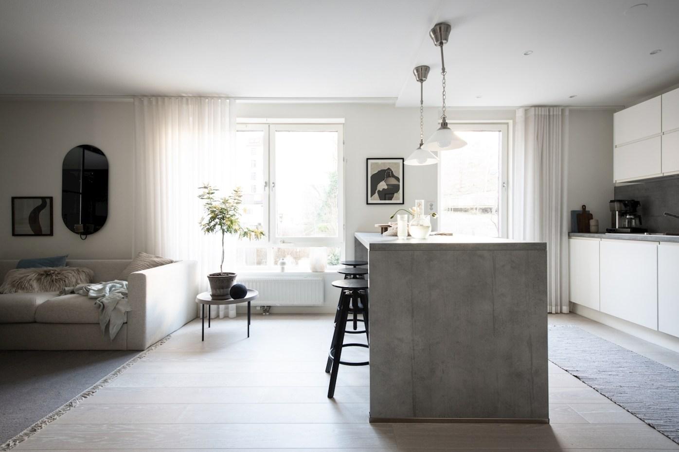 квартира 52 квм кухонный остров стулья