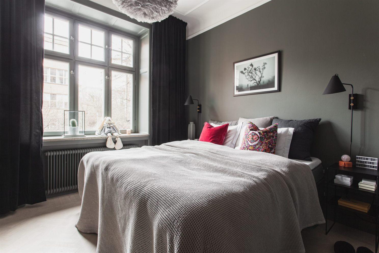 квартира 67 квм спальня кровать окно