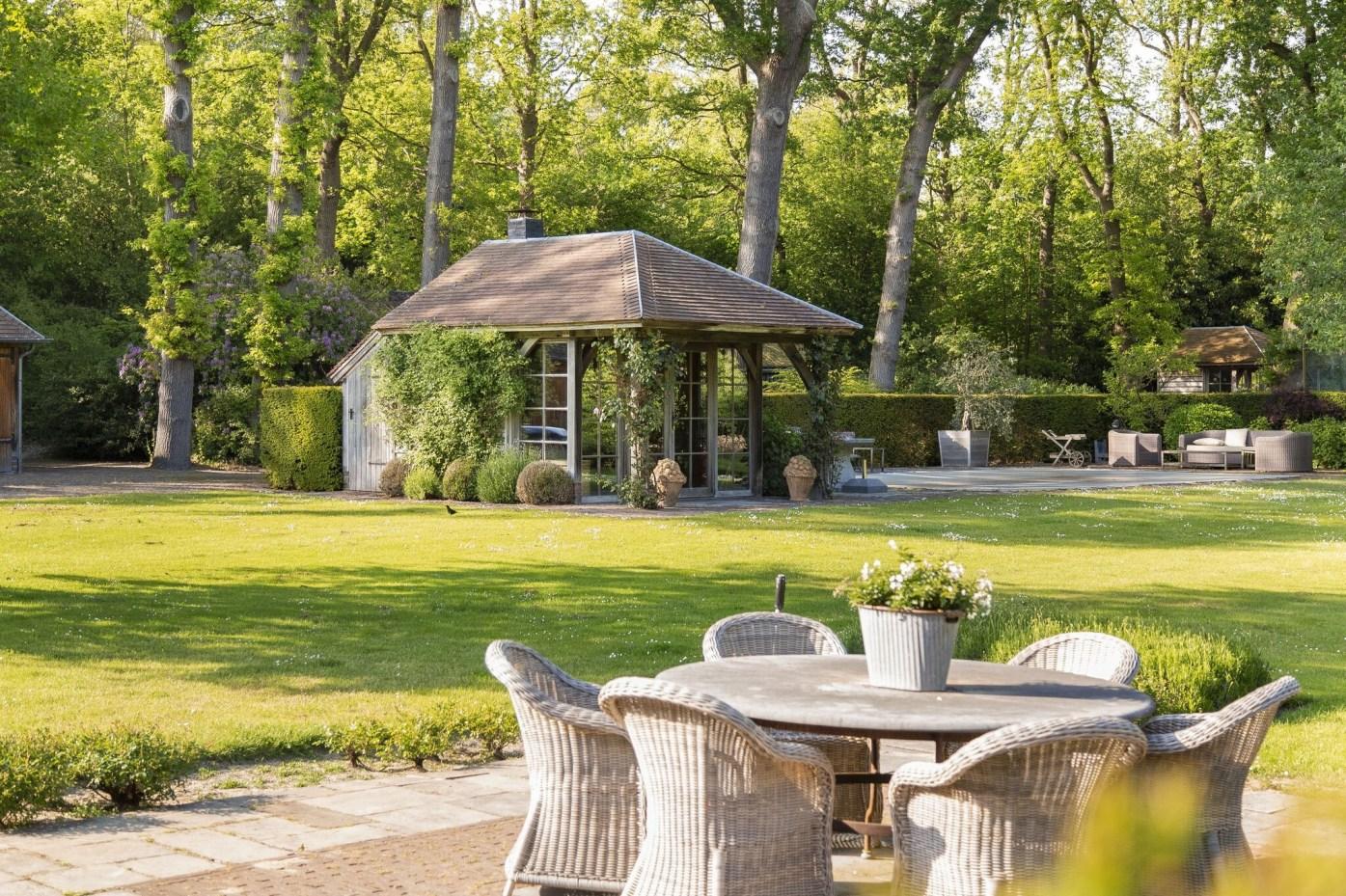 загородный участок беседка садовая мебель