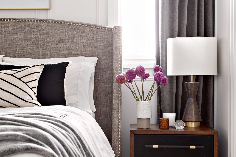 таунхаус в канаде спальня изголовье настольная лампа