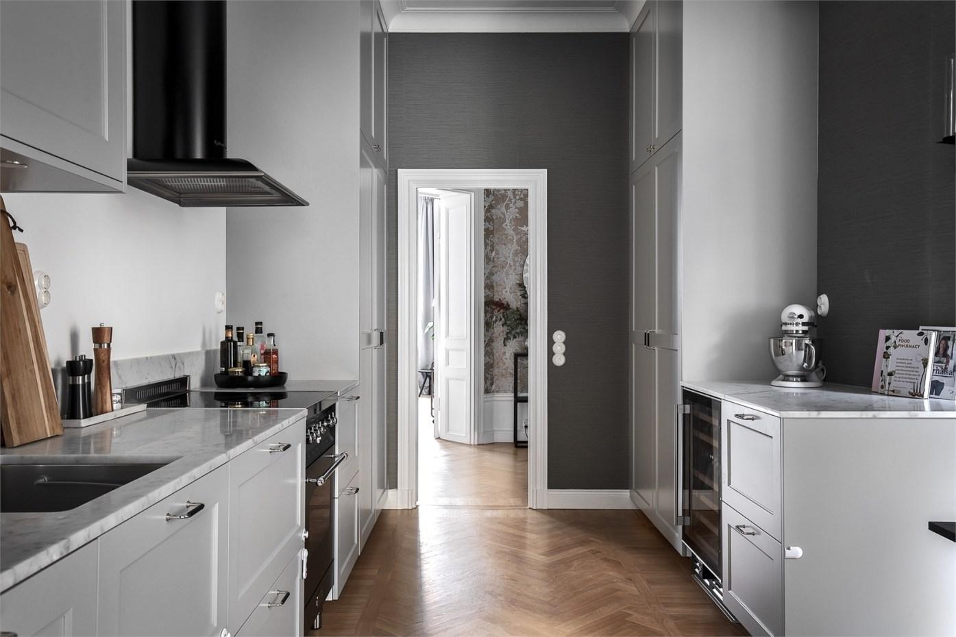 28606 kitchen door
