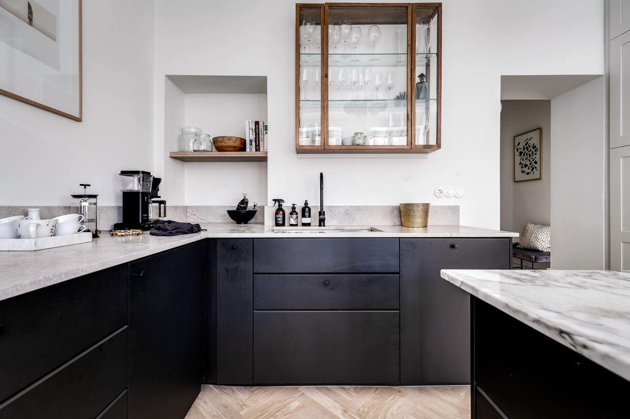 dark kitchen facades glass cabinet