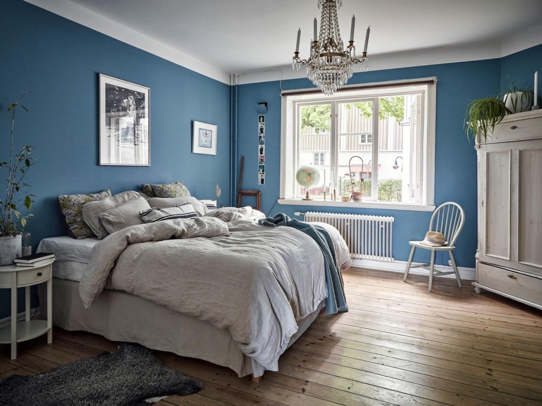 bedroom blue walls