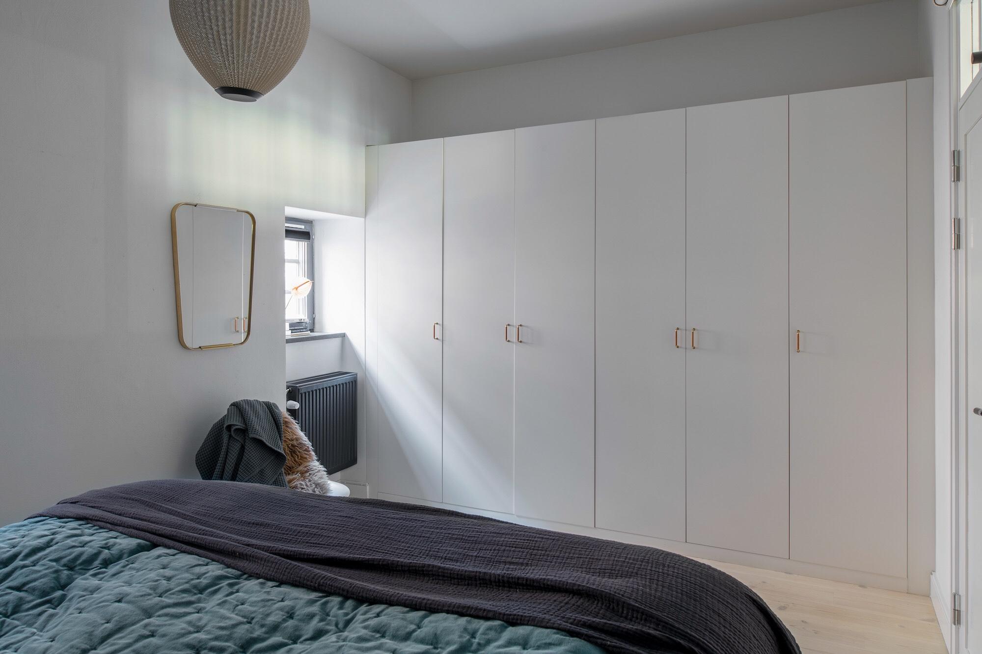 bedroom white wardrobe