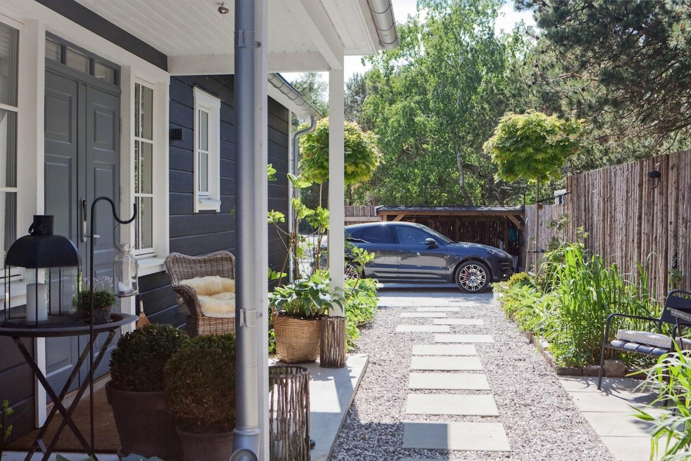 house entrance parking