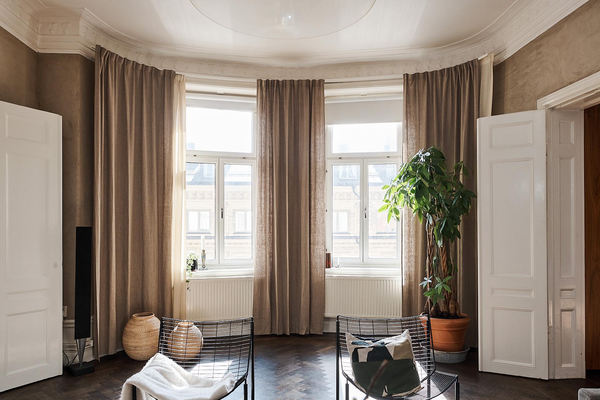 round living room windows