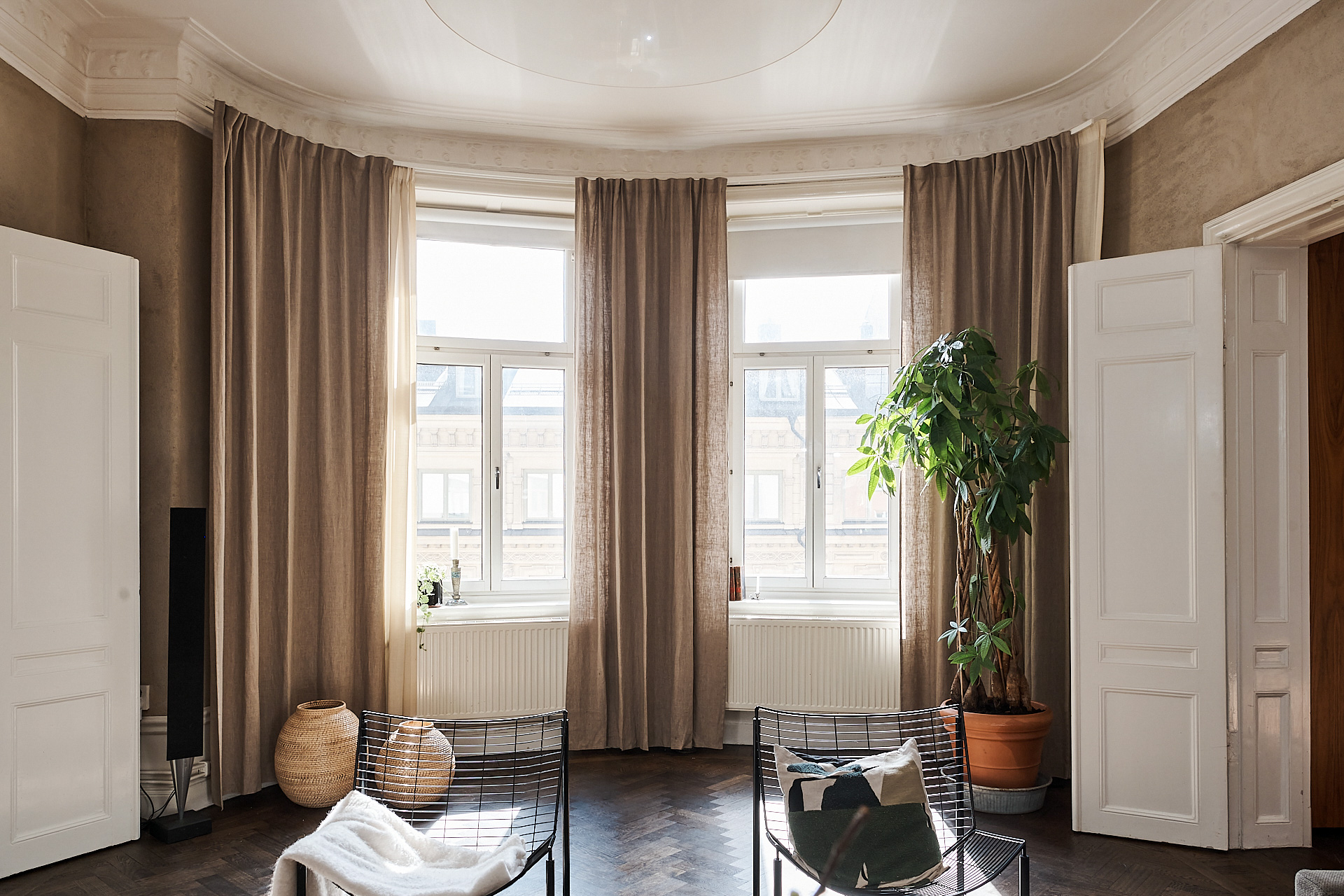 round living room windows