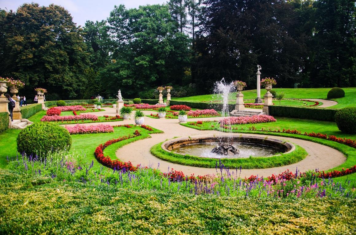 beautiful modern outdoor fountains ideas