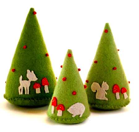 22 Miniature Christmas Trees Made With Decorative Fabrics