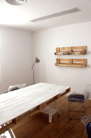 Una vez montada la mesa está imponente. ¿la pintamos? ¿la dejamos así?