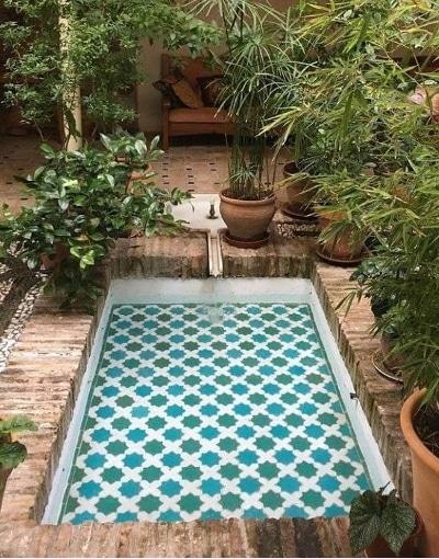 pilón de mosaicos árabes andaluces