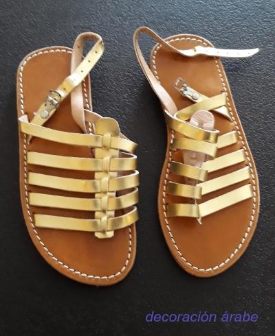 sandalias cuero mujer doradas