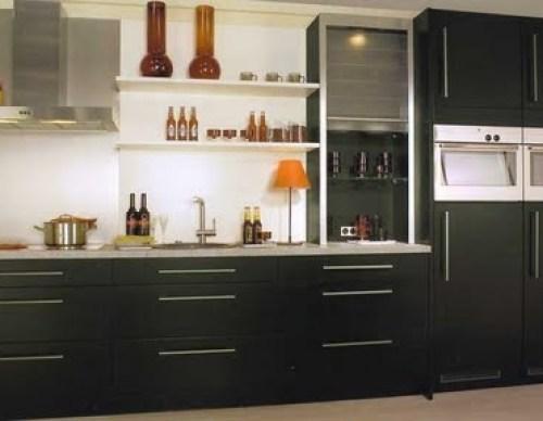 Hermosas cocinas en color blanco y negro for Gabinete de cocina de pared de color blanco