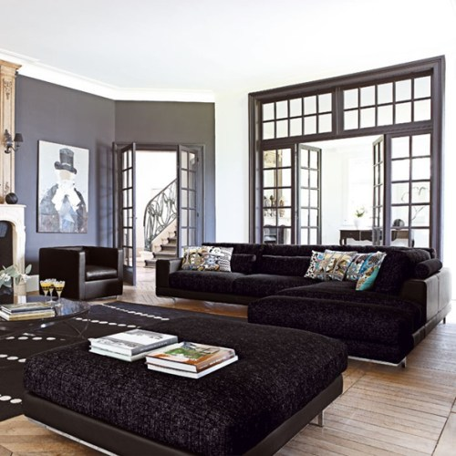 sala amplia sofas negros