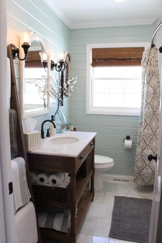 small functional bathroom