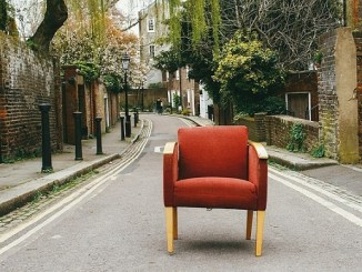 ¿Tapizar el sillón o comprar un nuevo sofá?