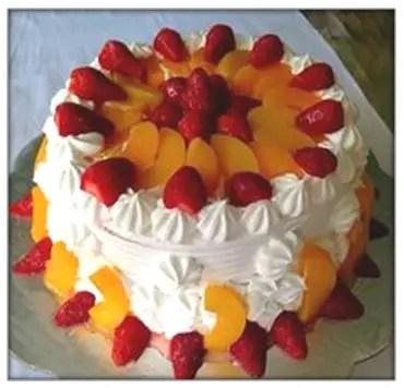 Torta De Melocoton Fresas Y Crema Chantilly Casera Fresca