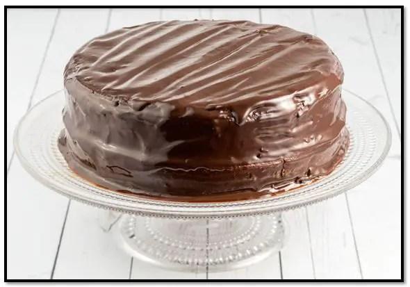 Como cubrir una torta con chocolate