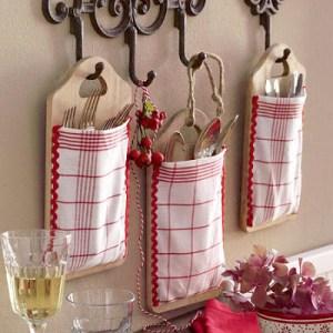 Bolsas para nuestros cubiertos en tabla de madera para la cocina 1
