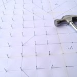 Cuadro elaborado con hilos y clavo