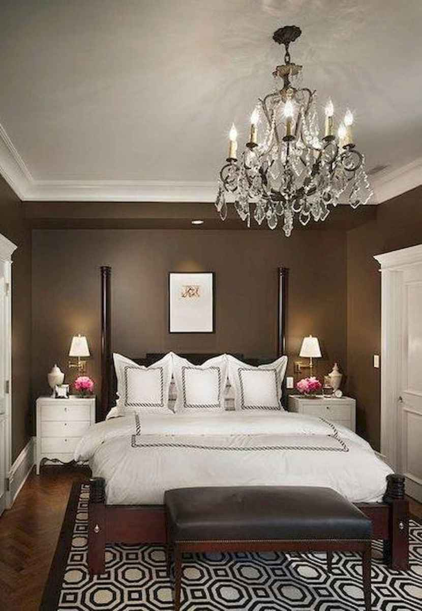 24 Cozy Small Master Bedroom Decorating Ideas