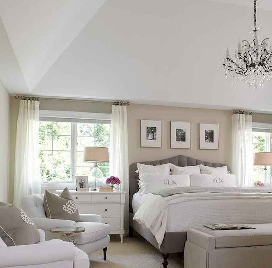 28 Cozy Small Master Bedroom Decorating Ideas