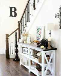06 Welcoming Rustic Farmhouse Entryway Decorating Ideas
