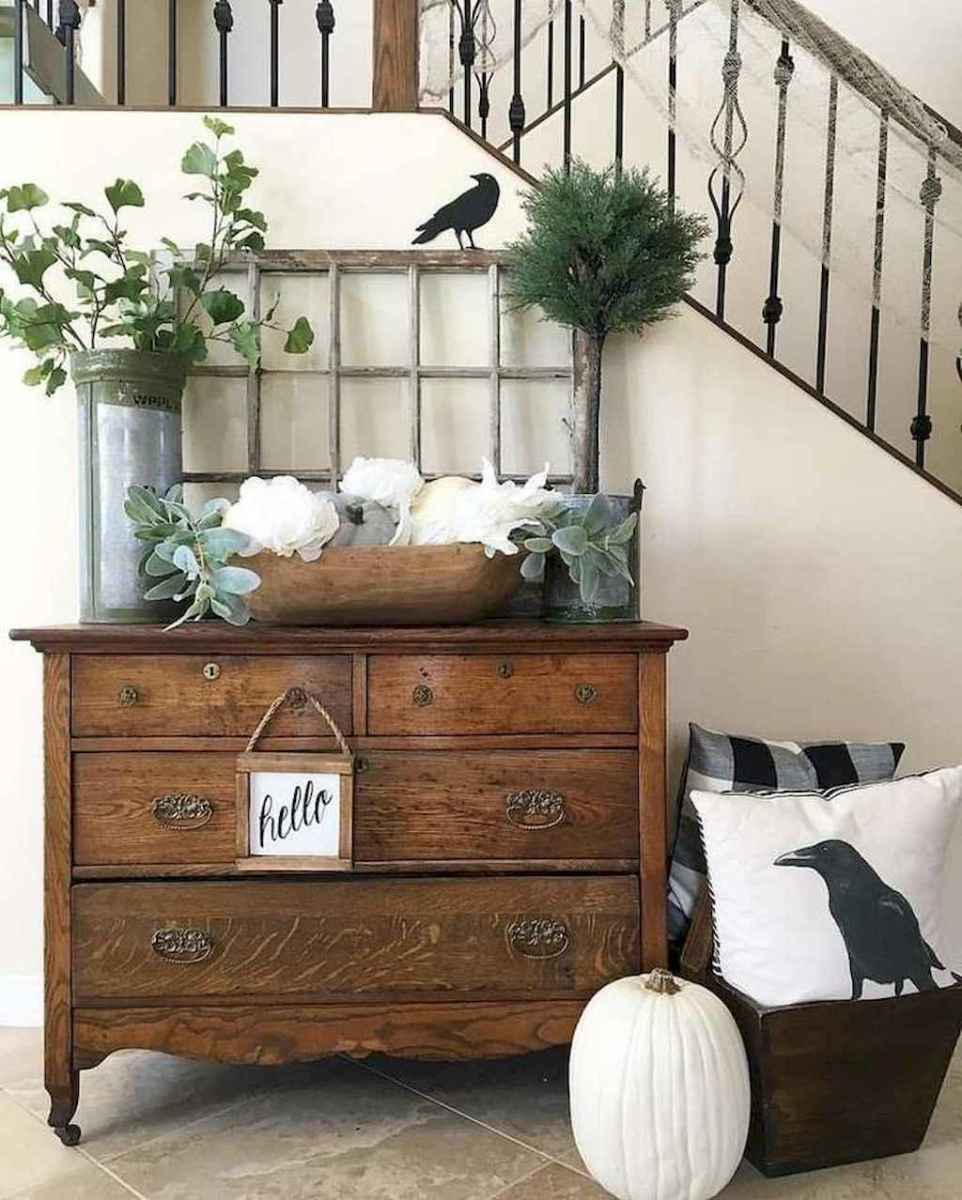 08 Welcoming Rustic Farmhouse Entryway Decorating Ideas