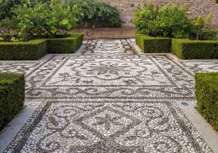 09 Magnificent DIY Mosaic Garden Path Decorations For Your Inspiration
