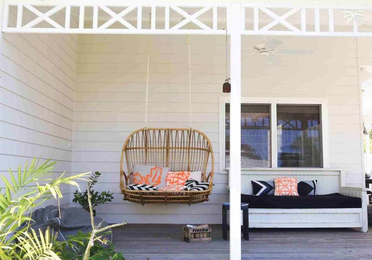 19 Small Front Porch Seating Ideas for Farmhouse Summer