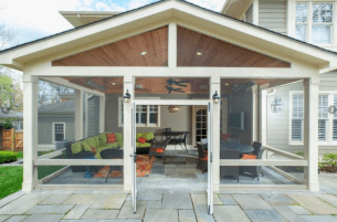 26 Gorgeous Farmhouse Screened In Porch Design Ideas for Relaxing