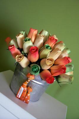 decorar con rosas de madera