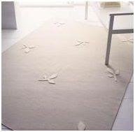 alfombra con hojas en relieve