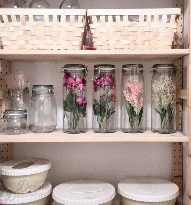 Decorar la cocina con flores.