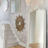 Espejos para decorar la escalera.
