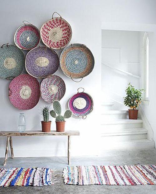 decoración primaveral con cestos artesanales