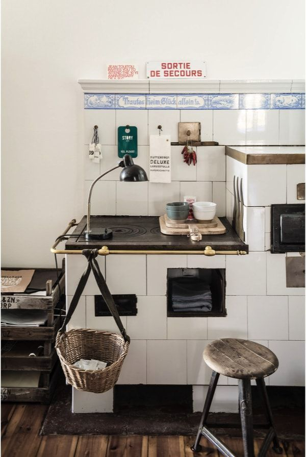 Cocina estilo retro vintage en apartamento de soltero