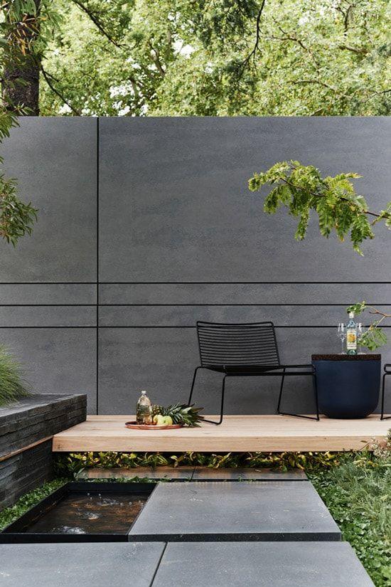 jardin minimalista con mini estanque