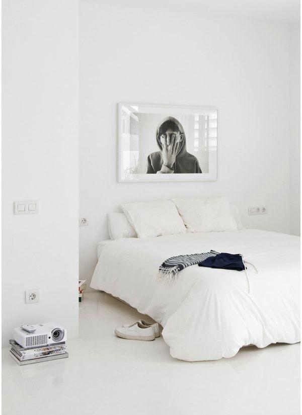 renovar las paredes con pintura blanca