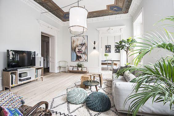 salon nordico con luz cenital y en paredes