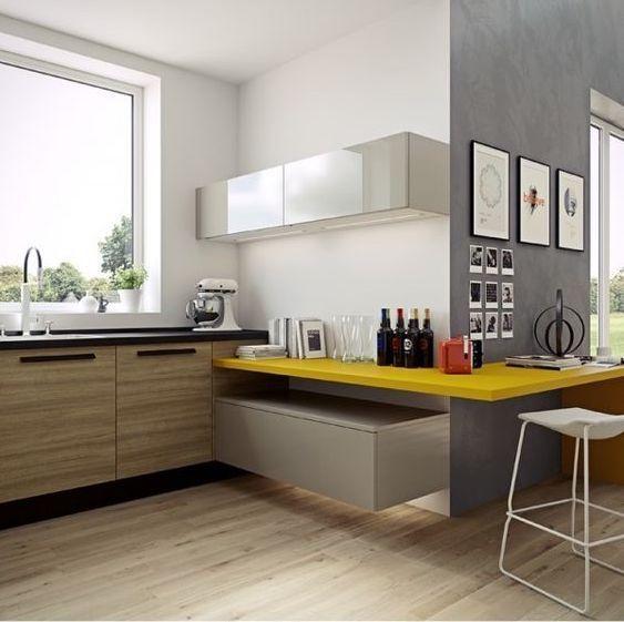 cocinas abiertas integradas con mesa de trabajo